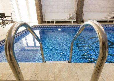 Ulaz u bazen hotela