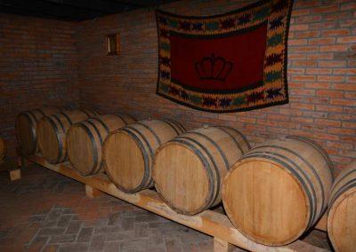 """Drveni burići u kojima stoji vino proizvedeno u vinariji """"stari oplenac"""""""